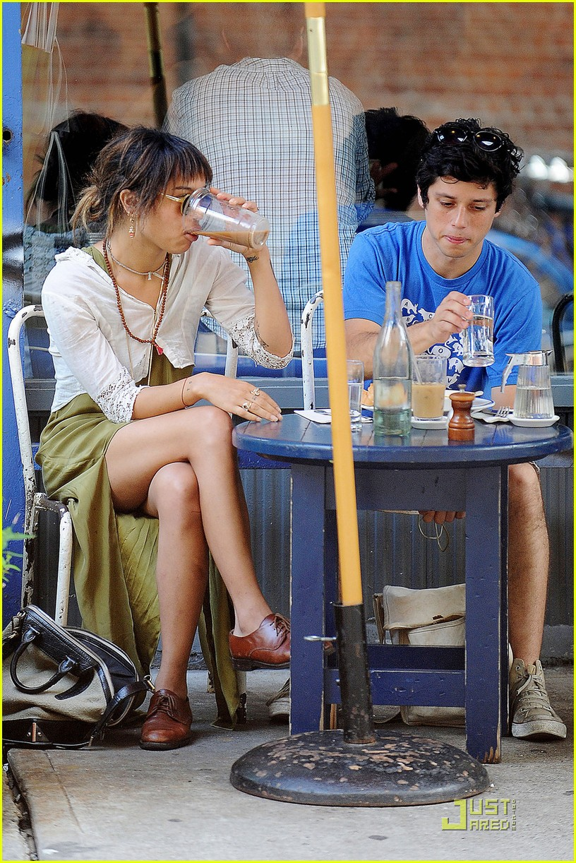 zoe kravitz lunch date with ricky ullman 10