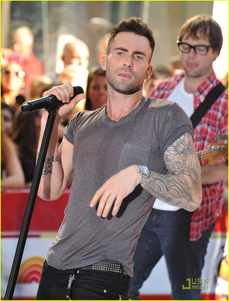 maroon 5 moves like jagger on the today show 05