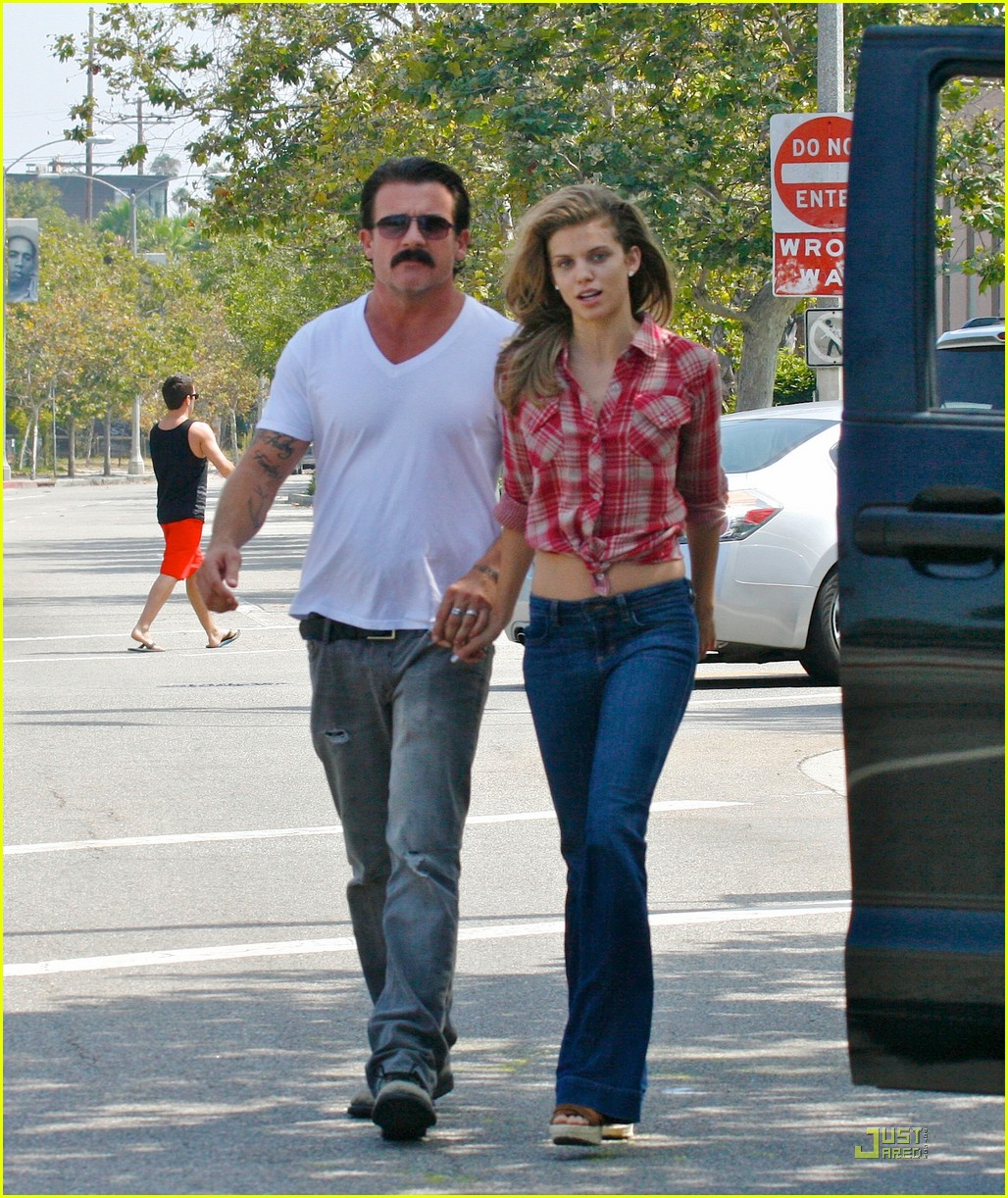 annalynne mccord dominic purcell holding hands in venice 012571696