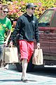 robert pattinson grocery shopping friend 02