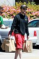 robert pattinson grocery shopping friend 05