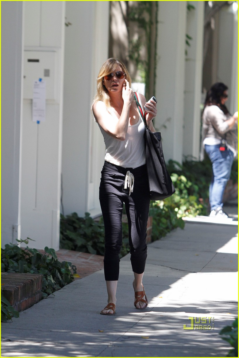 ellen pompeo leaving salon 02