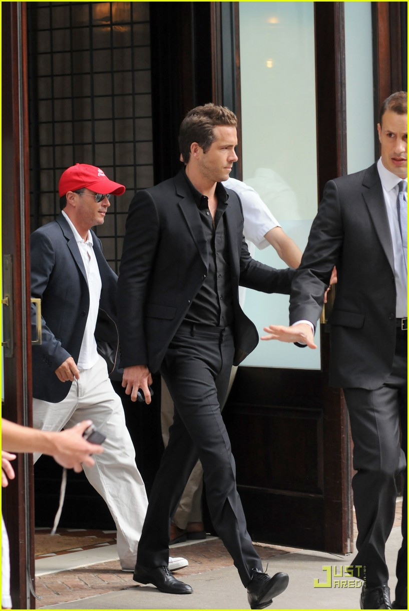 ryan reynolds hotel nyc 04