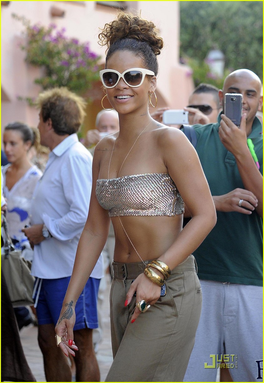 rihanna last night in sardinia 13