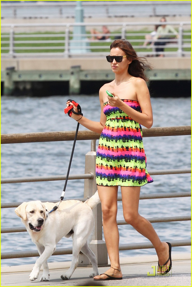 irina shayk dog nyc 03