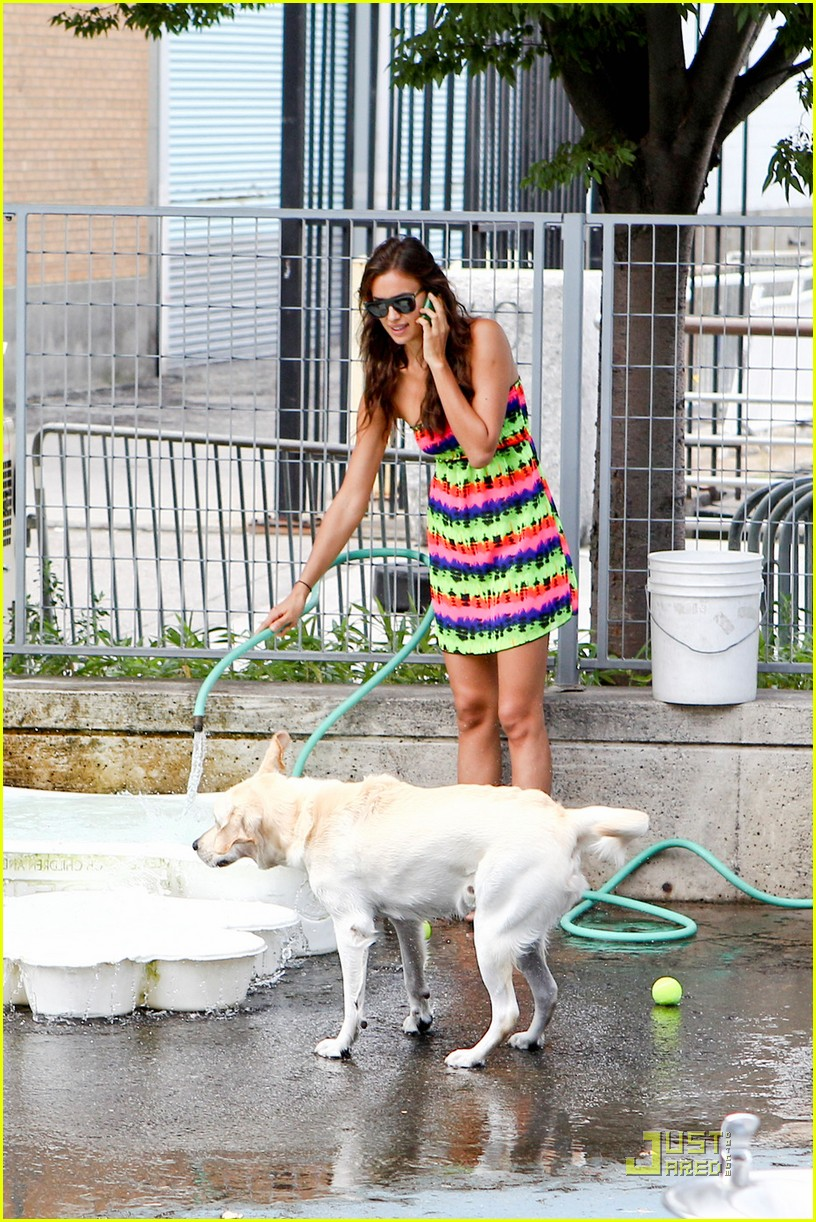 irina shayk dog nyc 04