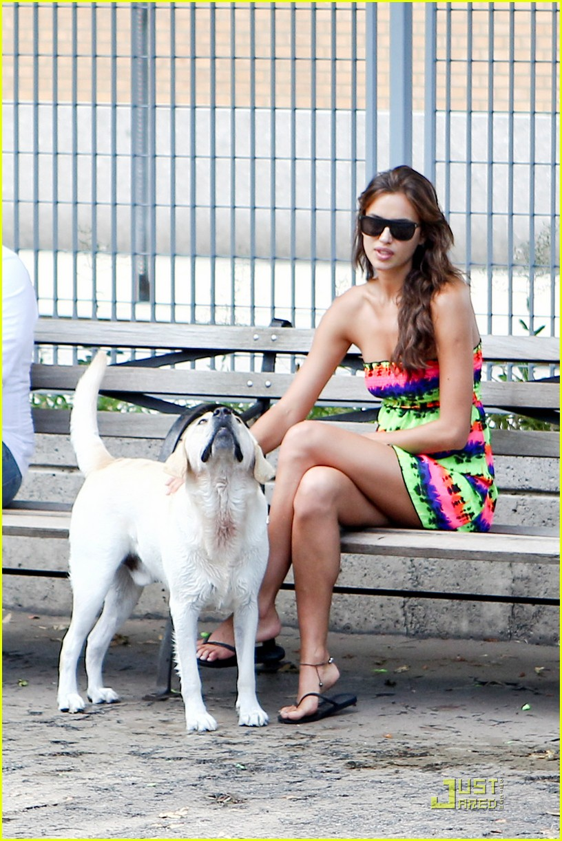 irina shayk dog nyc 05