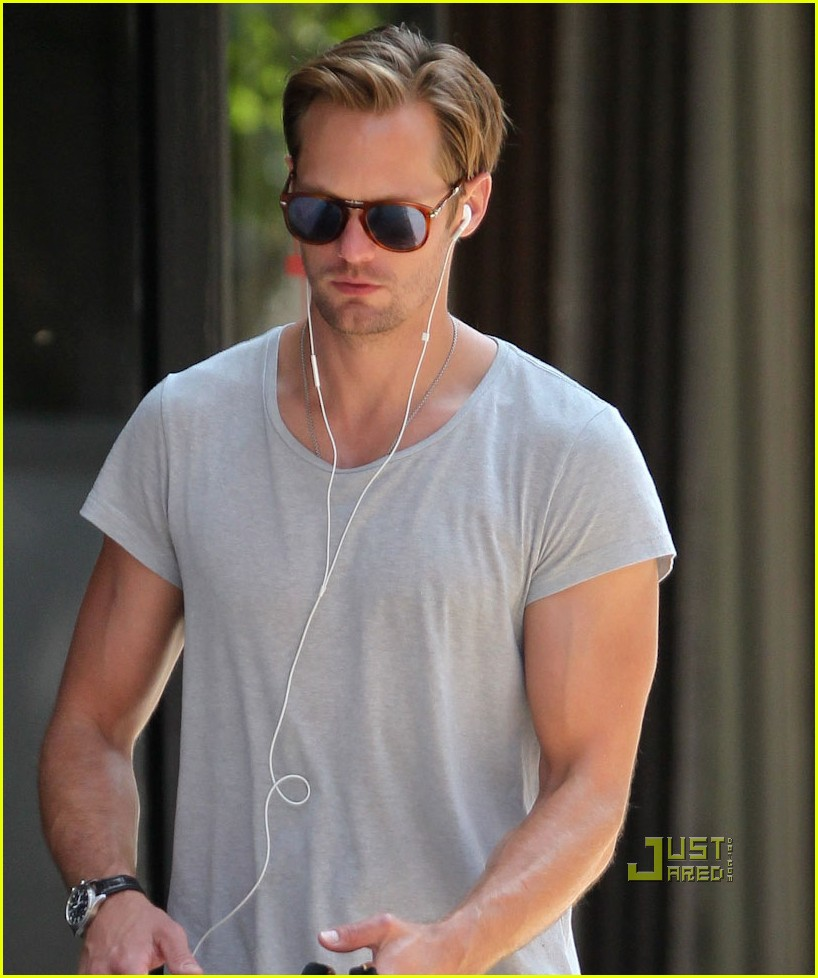 alexander skarsgard grey shirt new york 02