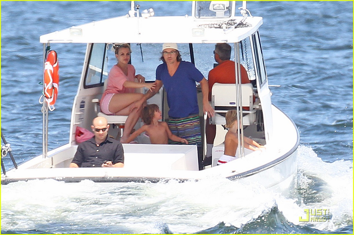 britney spears ny boatride 03