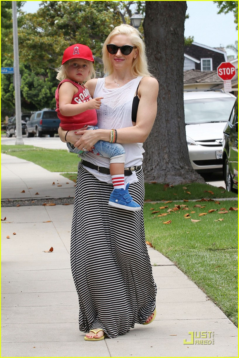 gwen stefani park playtime with zuma 01