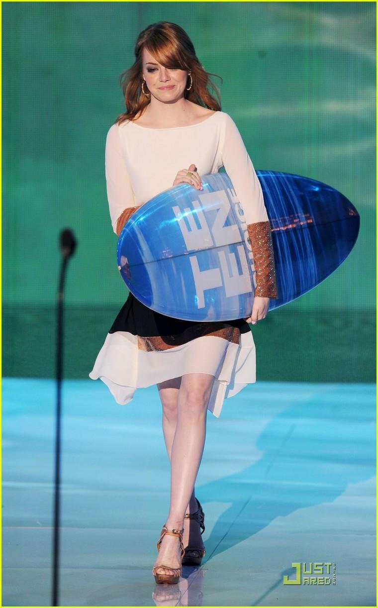 emma stone teen choice awards 2011 presenter 06
