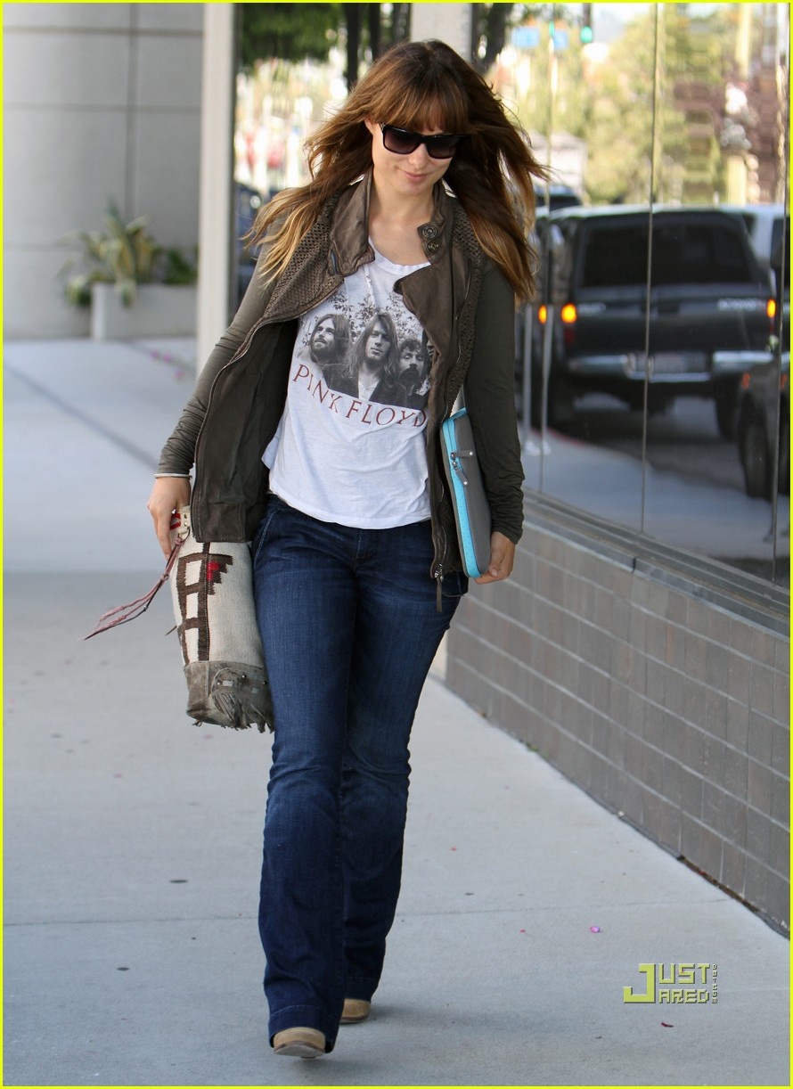 olivia wilde office building 03