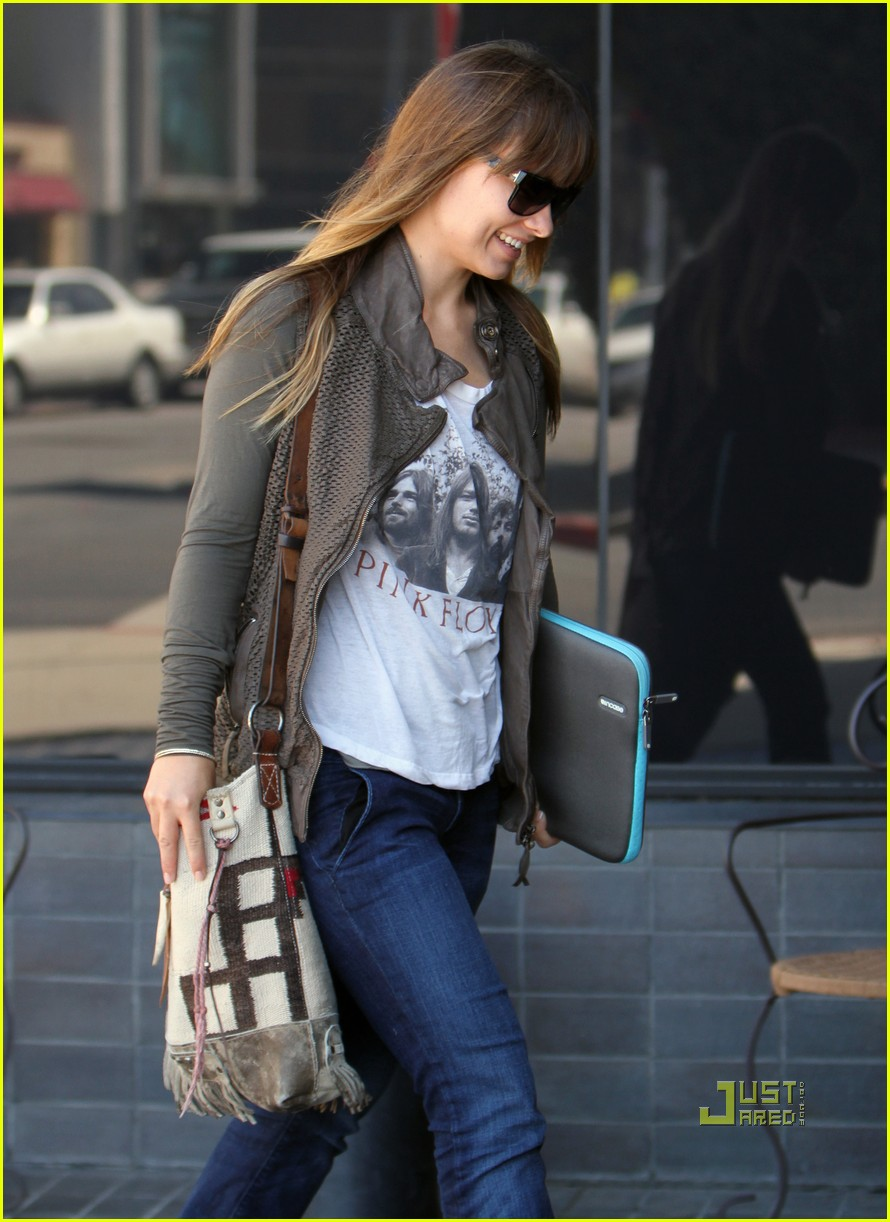 olivia wilde office building 06