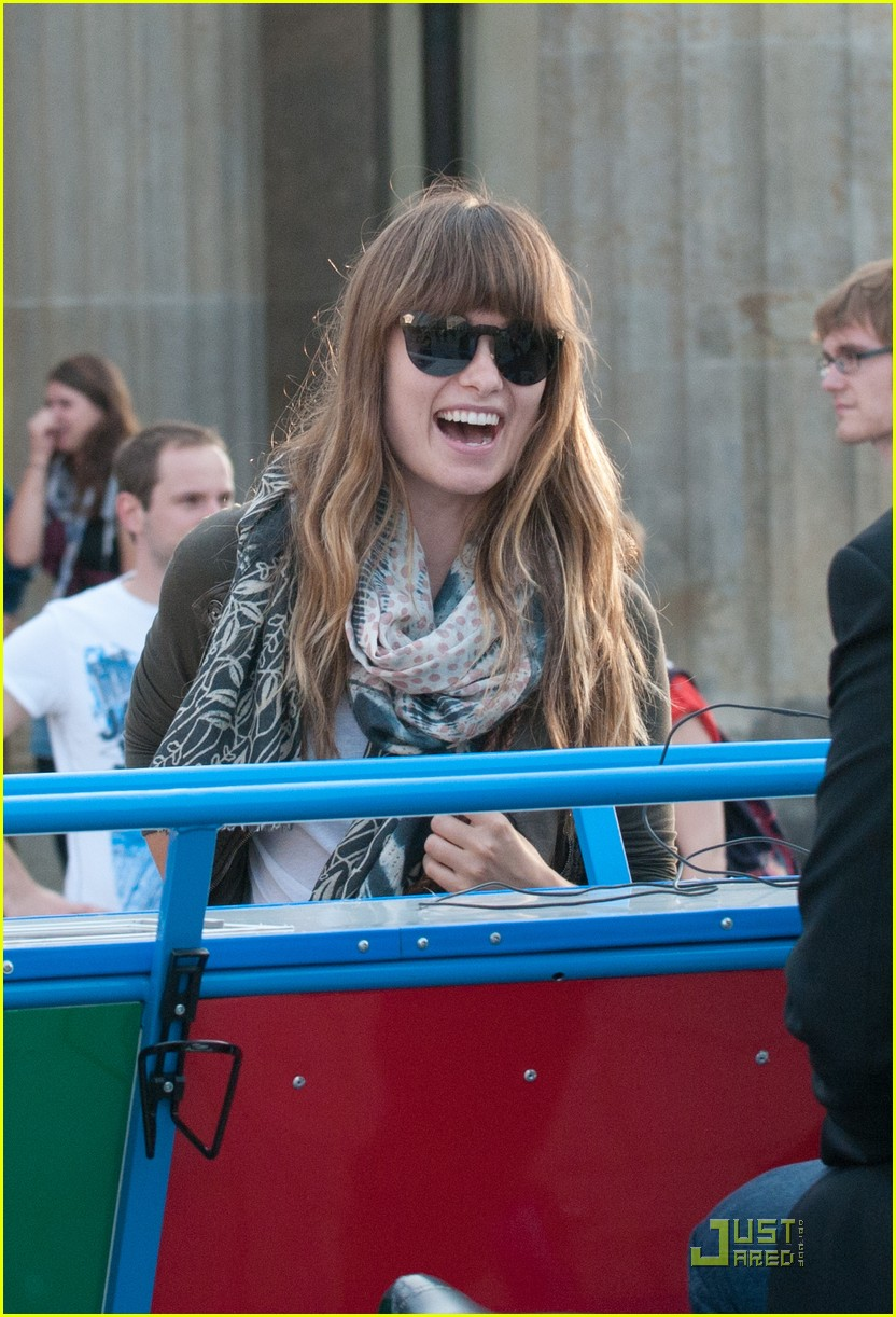 olivia wilde sightseeing berlin 05