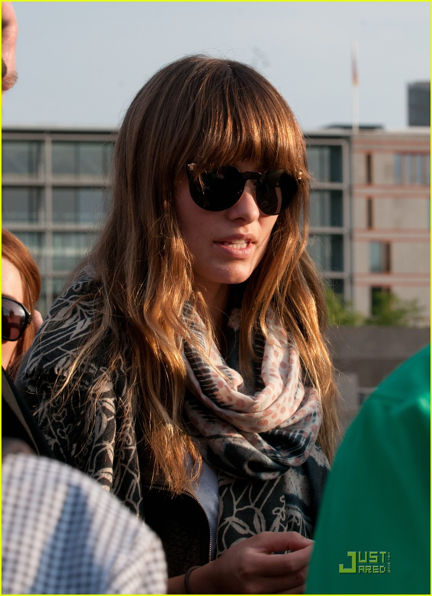 olivia wilde sightseeing berlin 09