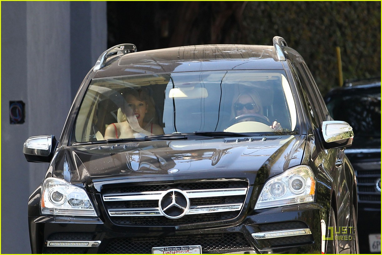 taylor swift and reese witherspoon lunch date 032573703