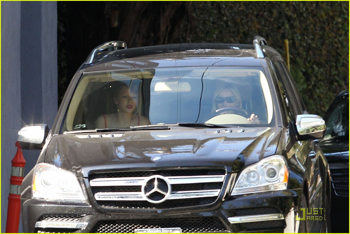 taylor swift and reese witherspoon lunch date 05