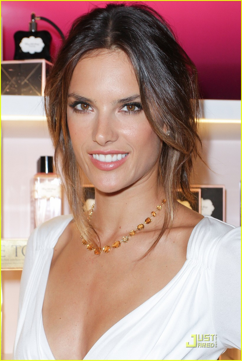 alessandra ambrosio adriana lima fashions night out 02