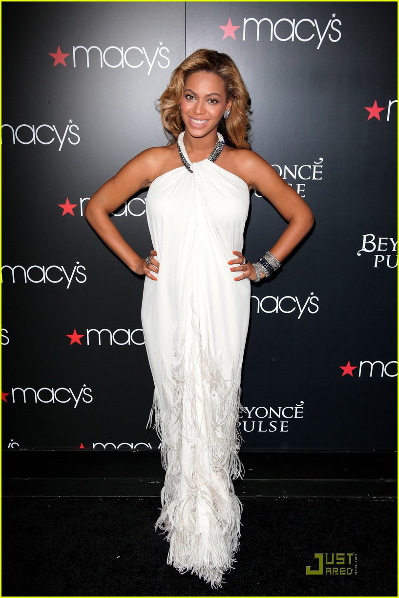 beyonce promotes pulse at macys 102582833