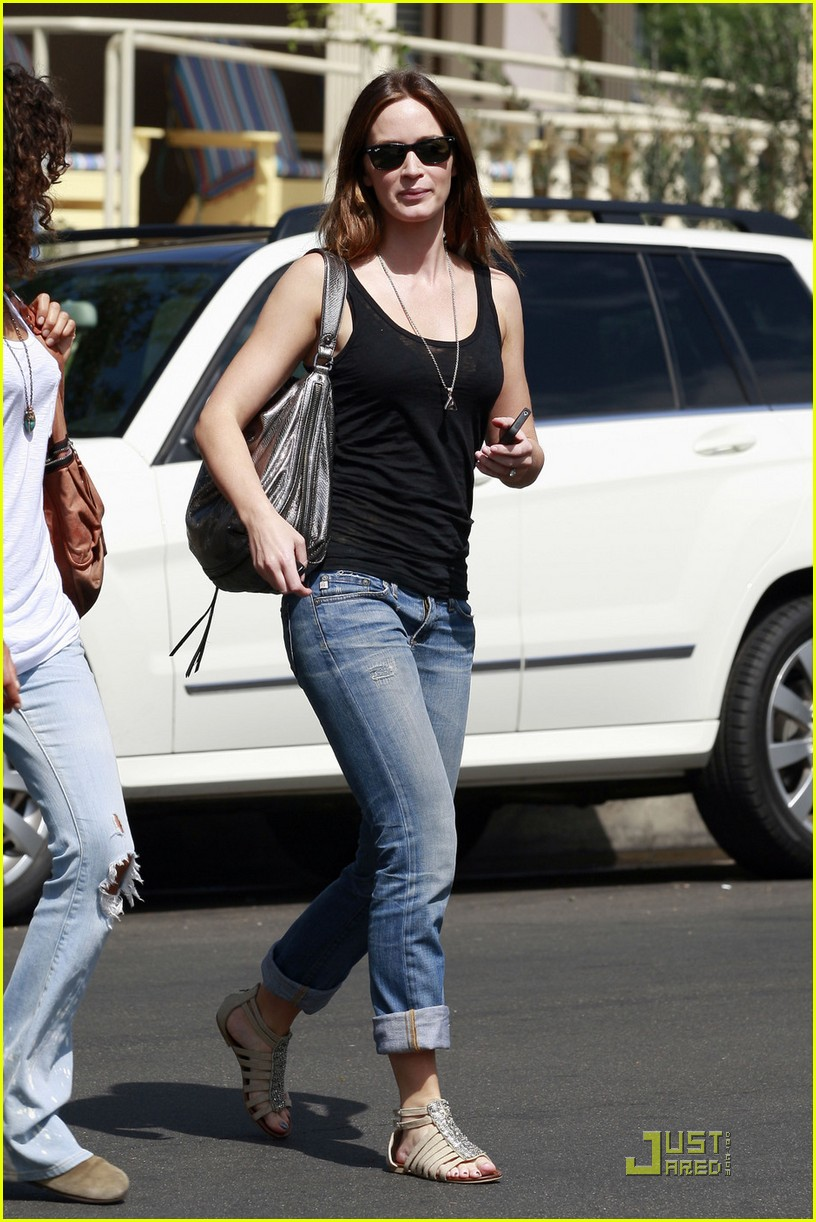 emily blunt lunch with friend 032583543