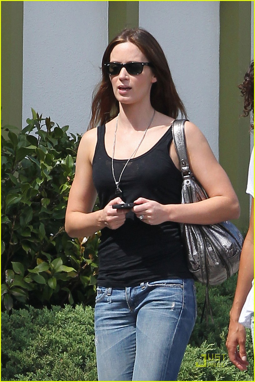 emily blunt lunch with friend 042583544