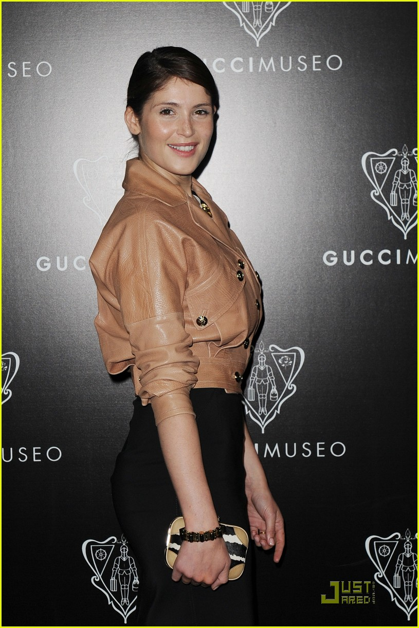 emily browning max irons gucci museo 02