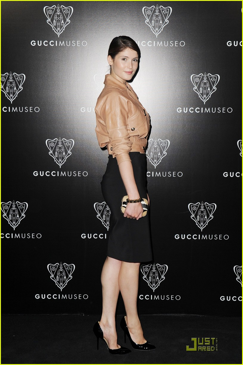 emily browning max irons gucci museo 05