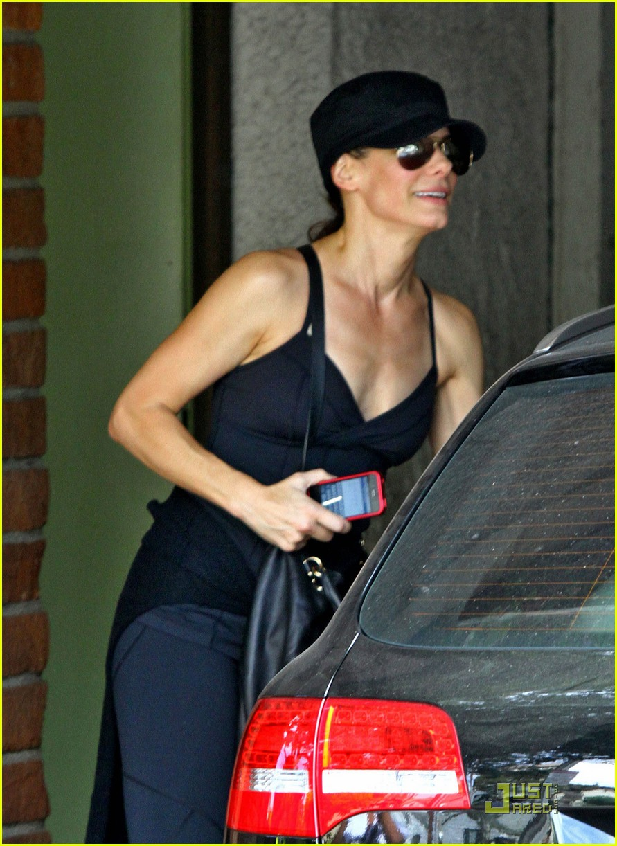 sandra bullock works out 04