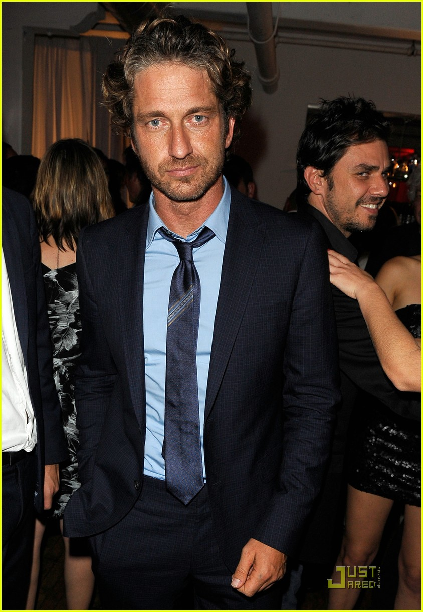 gerard butler jessica chastain vitamin water 01
