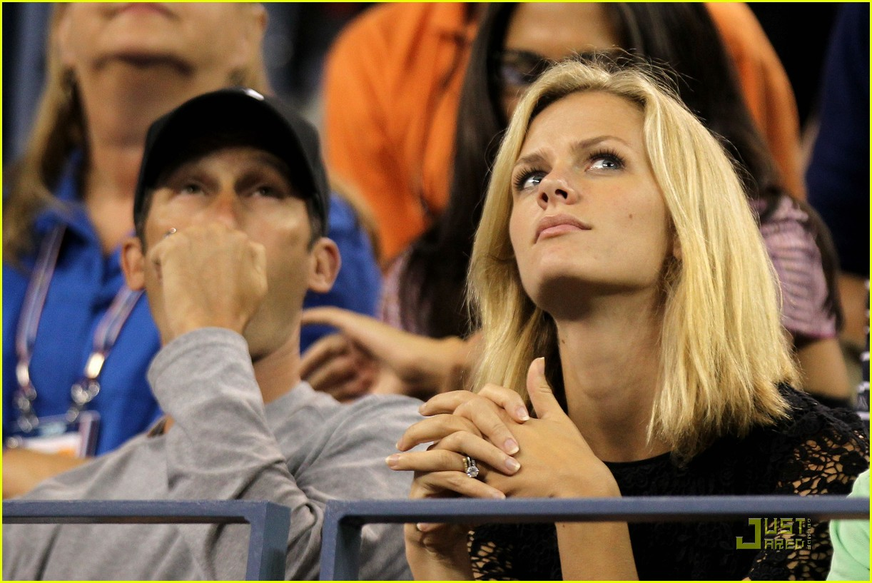brooklyn decker supports andy roddick at the us open 09