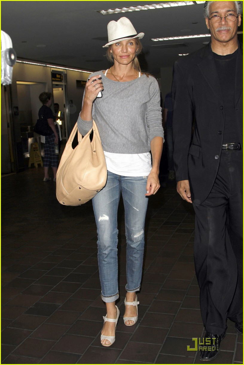 cameron diaz airport arrival 01