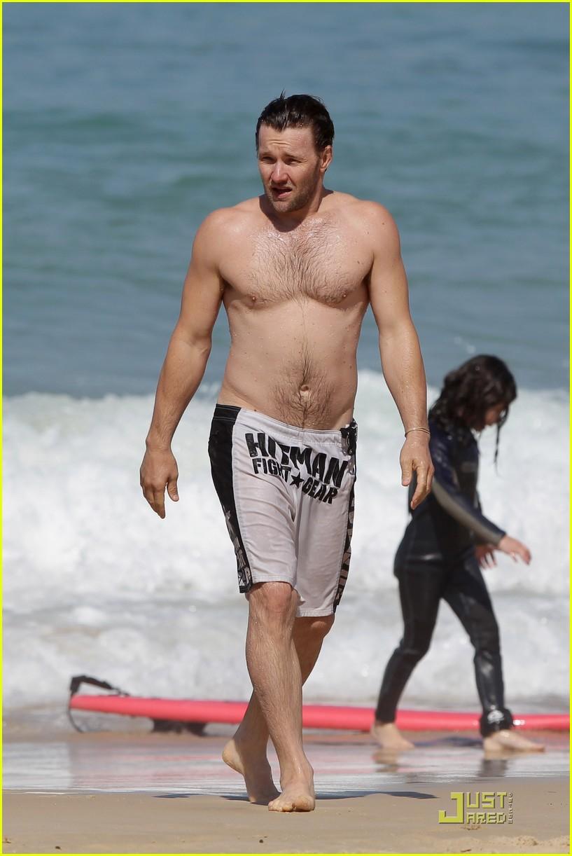 joel edgerton shirtless bondi beach 01