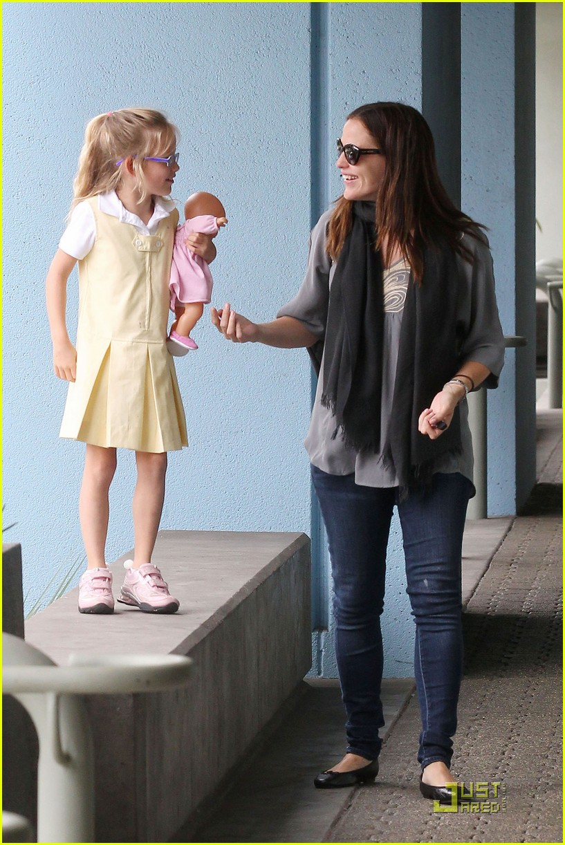 jennifer garner violet jumps 06
