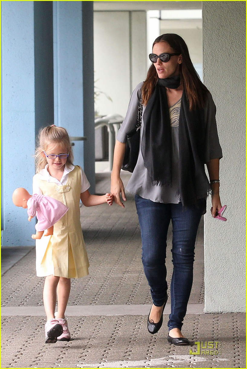 jennifer garner violet jumps 12