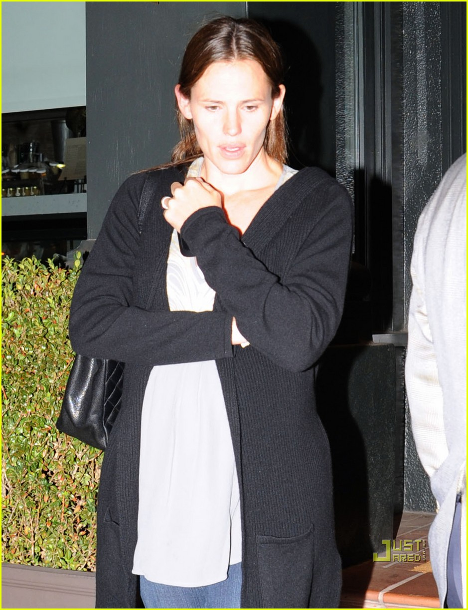 jennifer garner dinner tavern 01