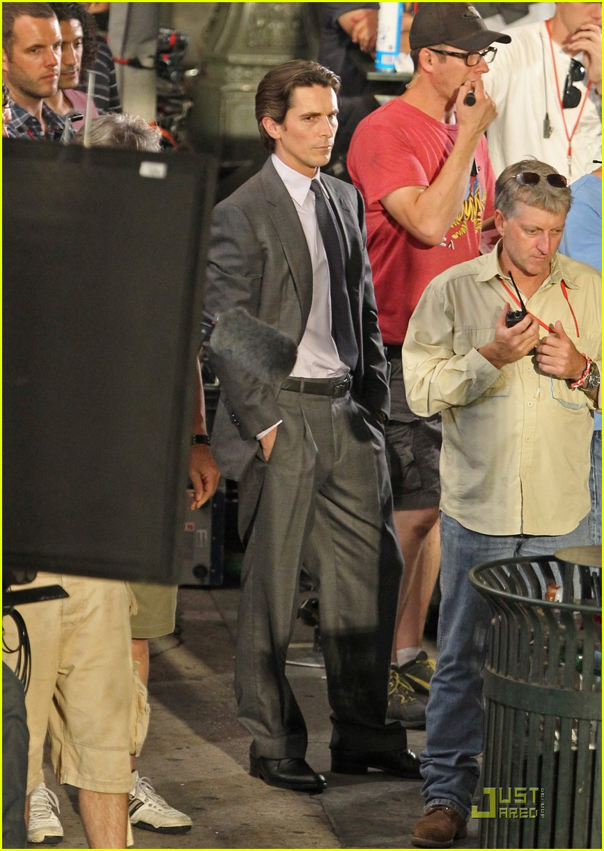 anne hathaway christian bale late night dark knight shoot 05