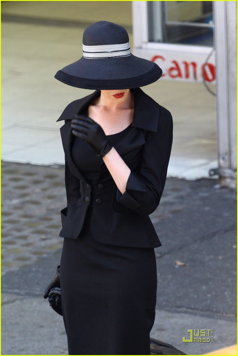 anne hathaway new face tods 17