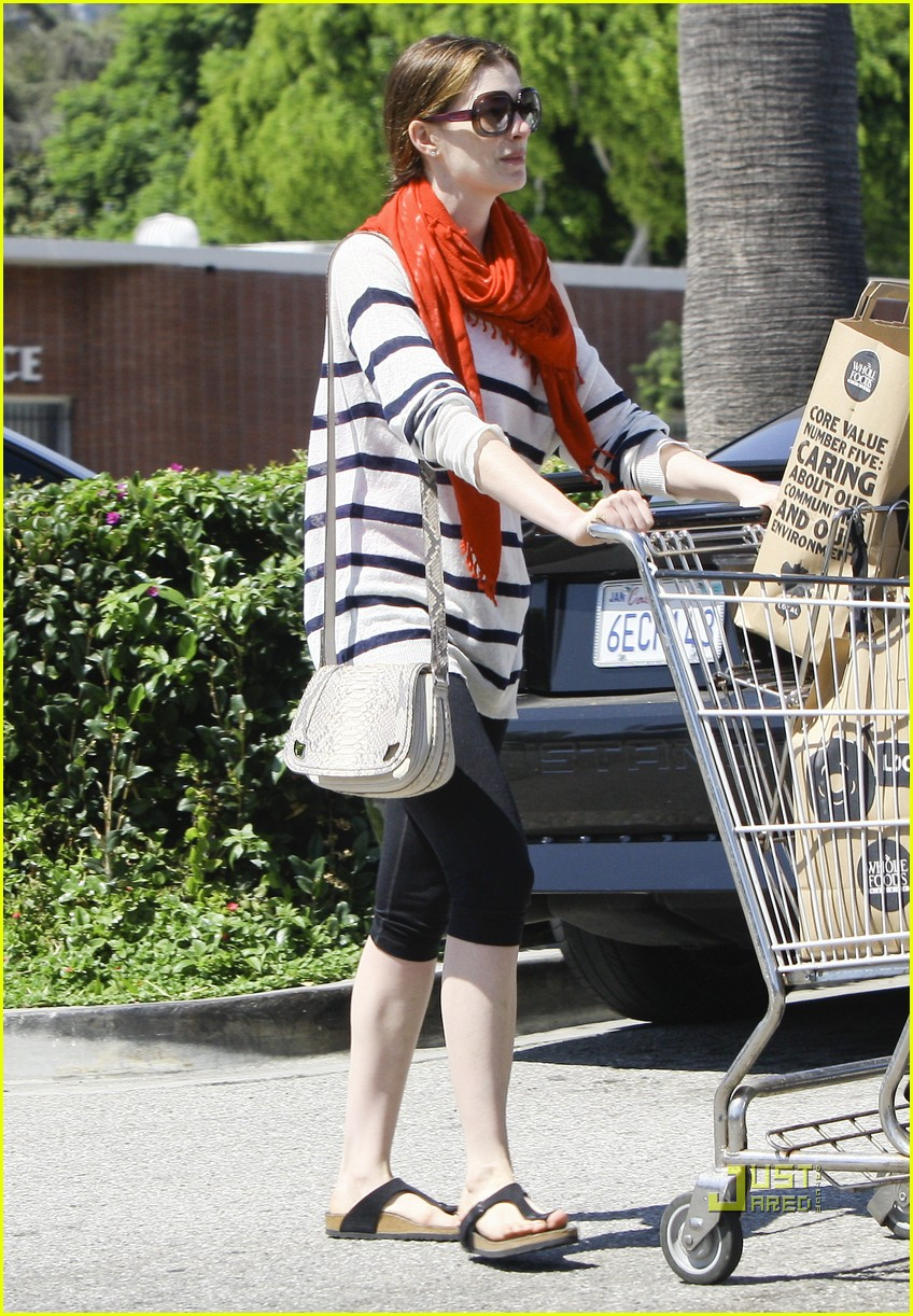 anne hathaway whole foods 07