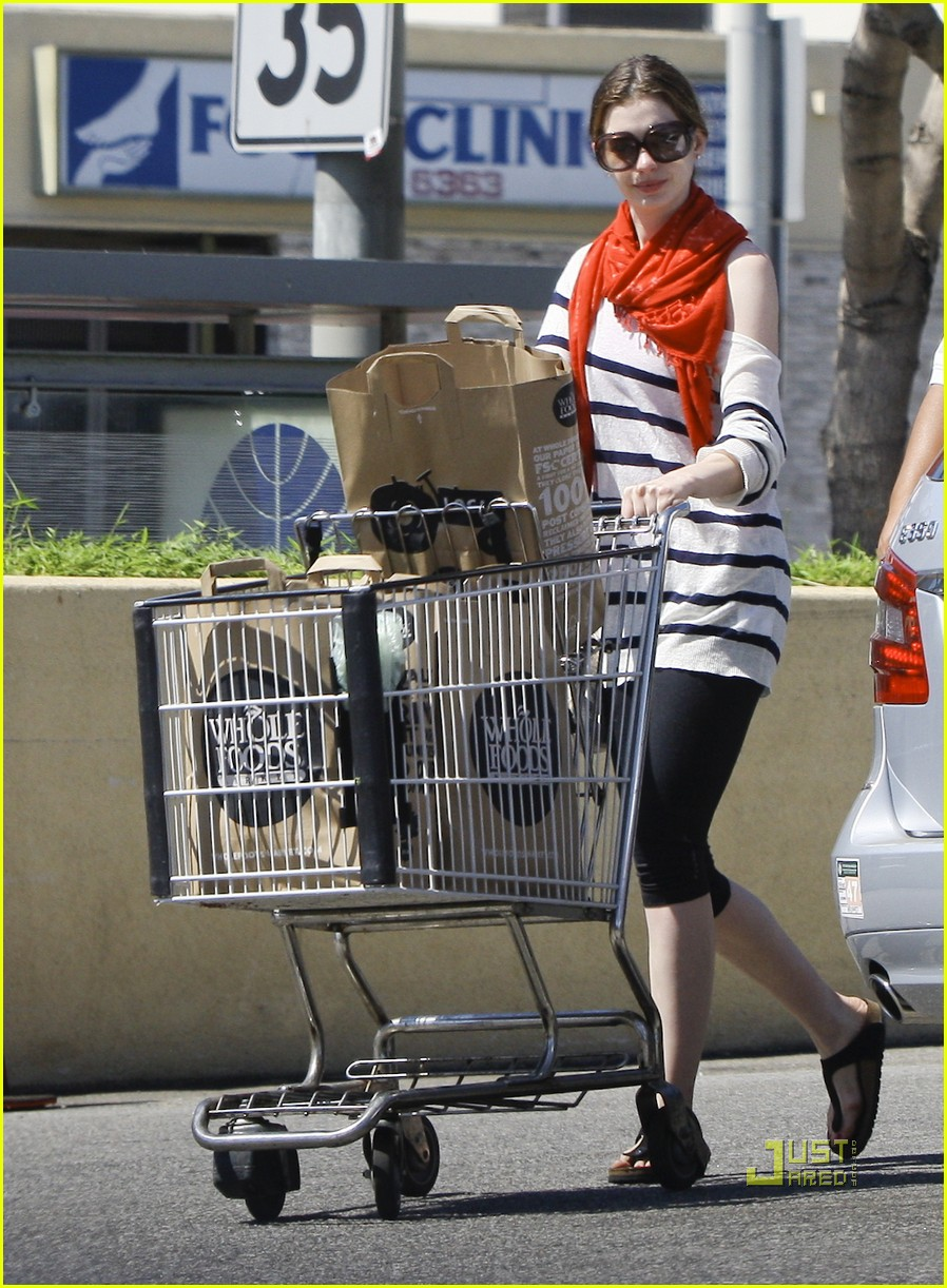 anne hathaway whole foods 11