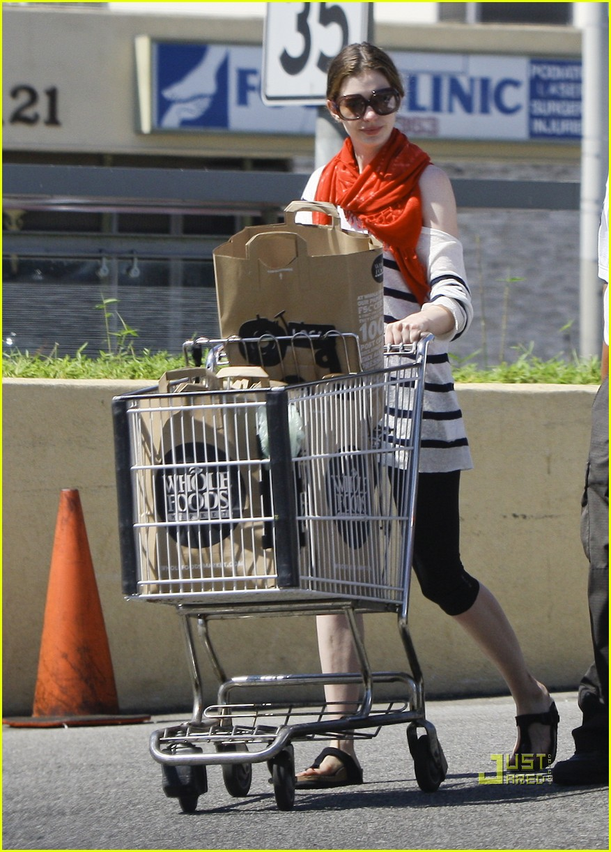 anne hathaway whole foods 12