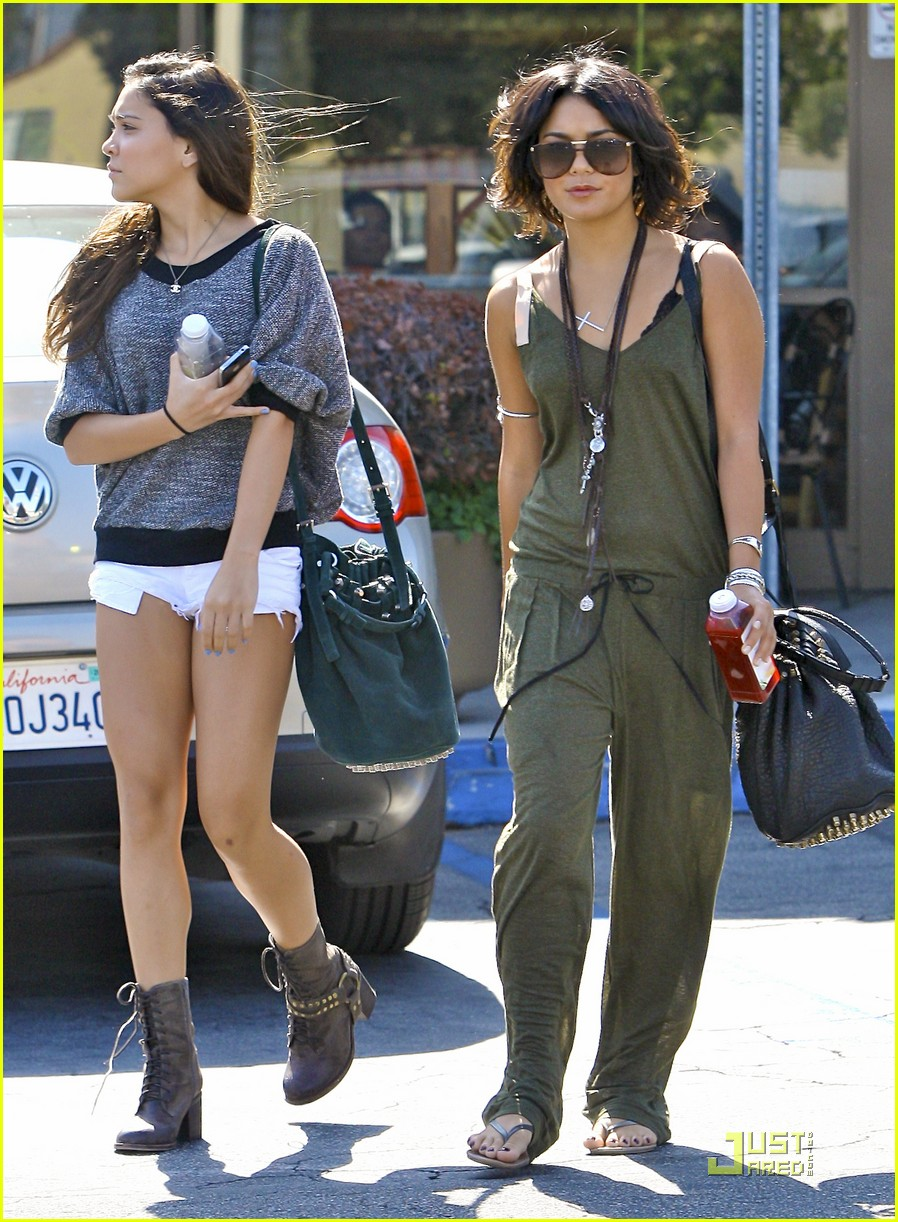 vanessa hudgens nail salon 17