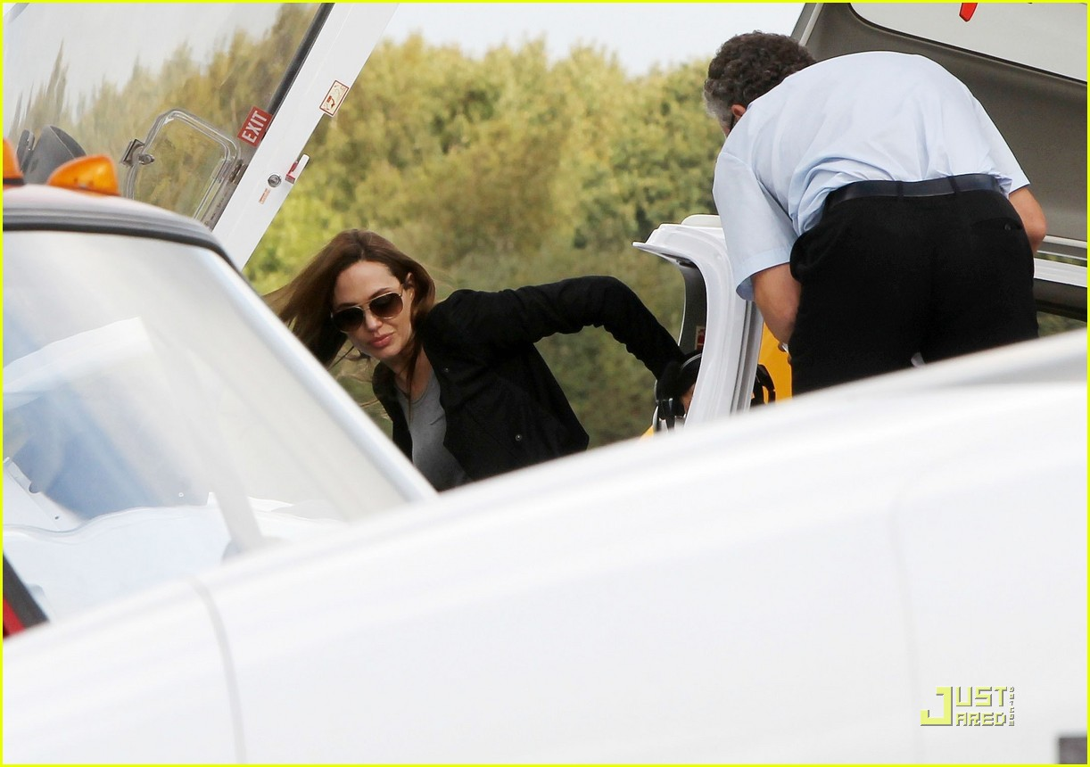 angelina jolie flying lessons maddox 06
