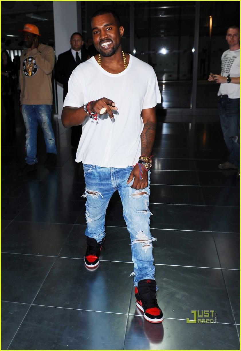 Chris brown wearing jordans 2013