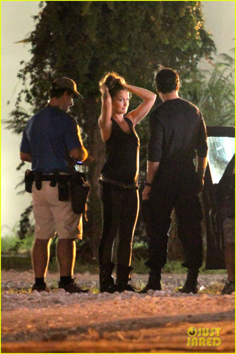 minka kelly charlies angels arrest 04