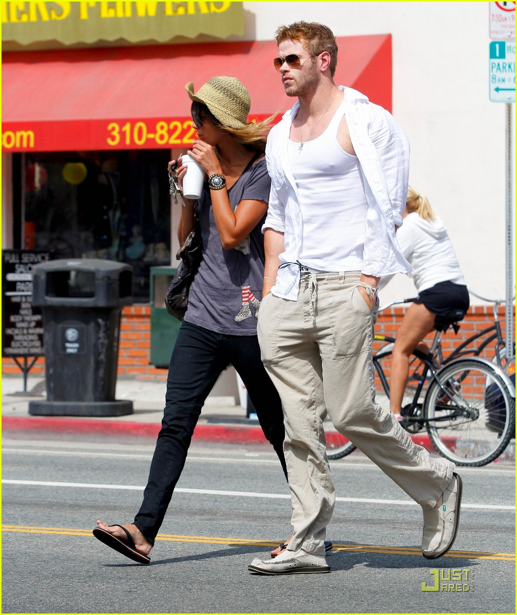 kellan lutz sharni vinson new couple alert 09