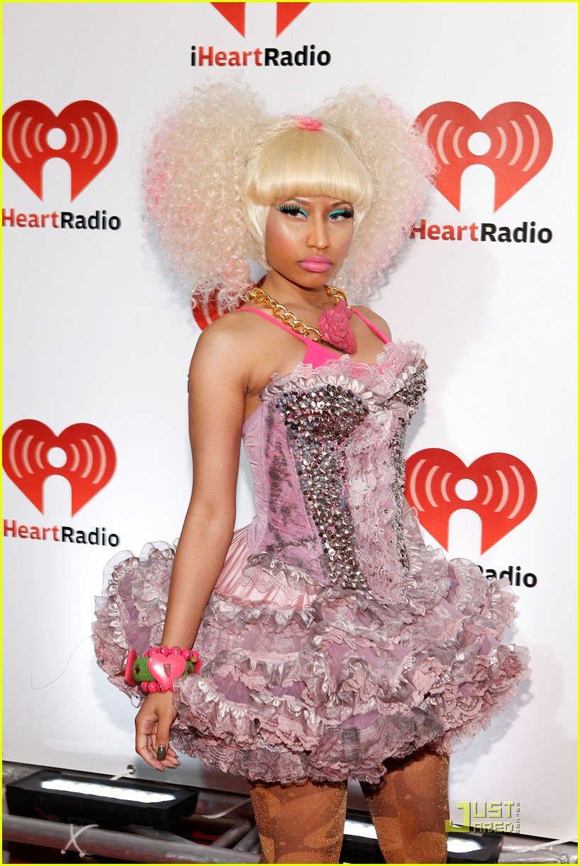 Billboard music awards 2013 nicki minaj rocks red on the blue nicki minaj who once wore a pink chicken leg necklace voltagebd Gallery