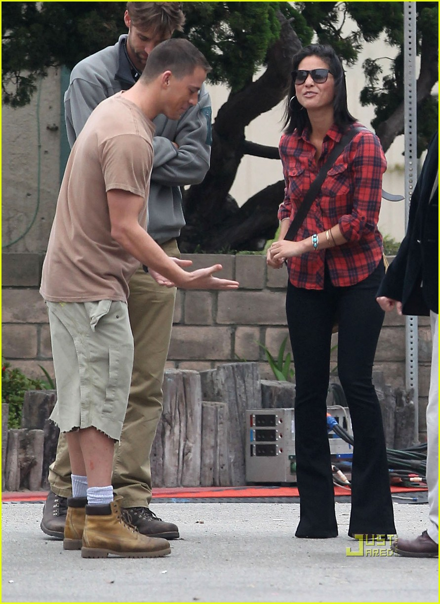 olivia munn channing tatum magic mike set 09