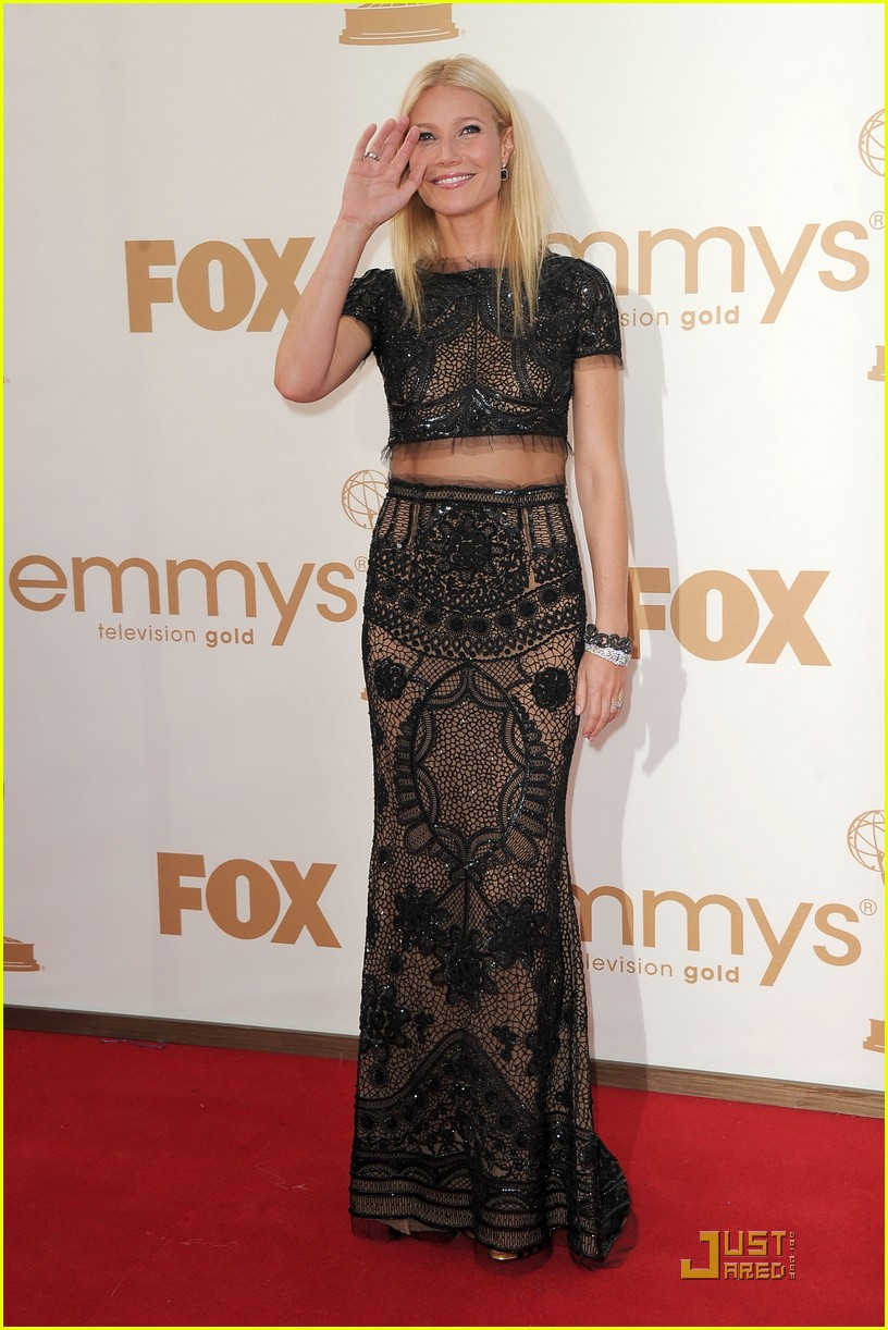 gwyneth paltrow emmy awards 2011 032581569