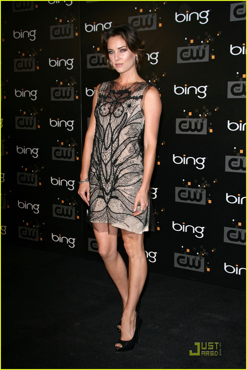 maggie q britt robertson cw party 04