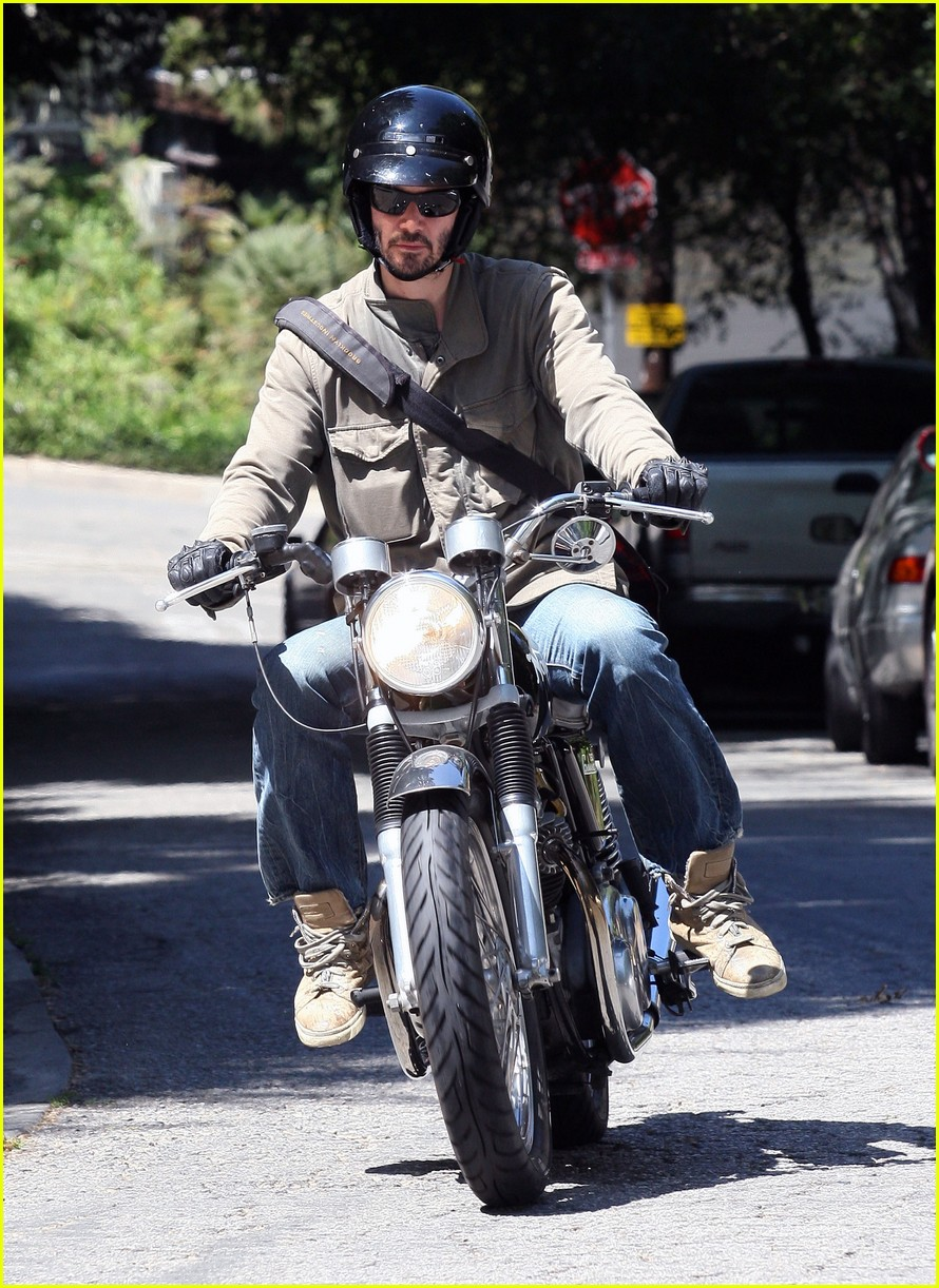 keanu reeves motorcycle 012576097